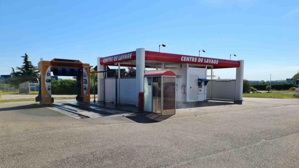 Deux options de Lavage voiture chez Garage Muller : Si votre auto à l'air d'avoir fait le Paris-Dakar, c'est qu'il est temps de vous offrir un bon lavage de voiture !